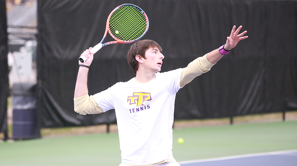 Mena takes down Louisville's Morin-Kougoucheff in first round of NCAA Singles Championships