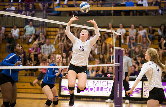 Women's Volleyball Concludes Non-League Slate with Loss at Middlebury