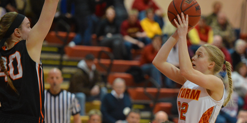 Storm fall to Wartburg, bow out of IIAC Tournament