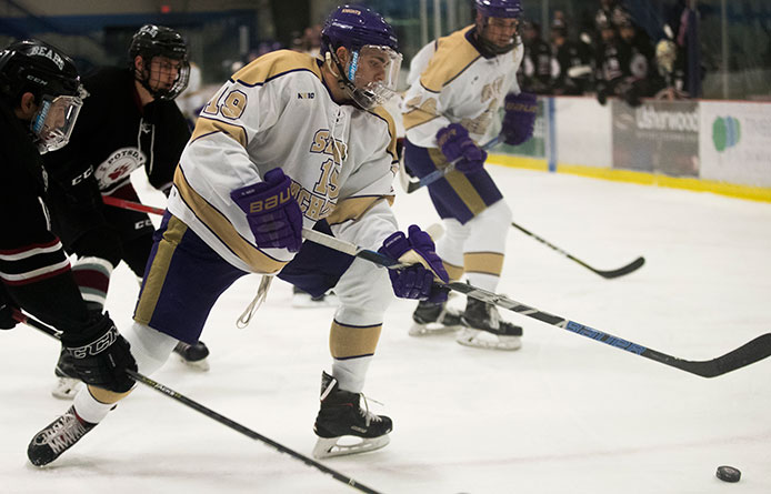 Men's Ice Hockey Falls to Stonehill, 3-2, Slips into First-Place Tie with Saint Anselm