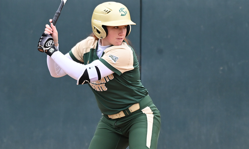 SOFTBALL LOSES LATE LEAD, FALLS TO CENTRAL FLORIDA, 6-5