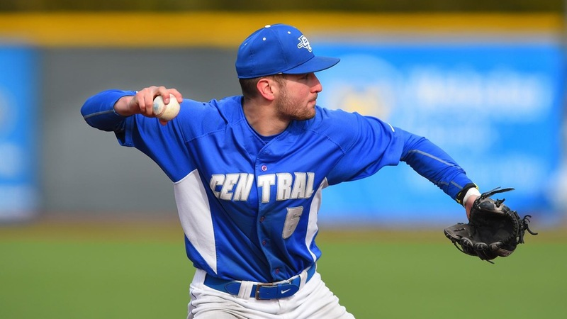 Sacred Heart Tops Baseball 4-3 in 10 Innings on Saturday