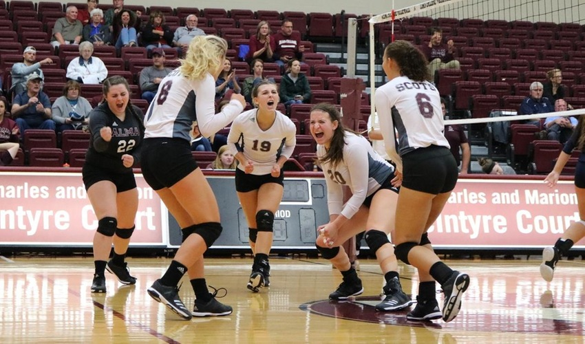 Volleyball Continues to Roll with Sweep of Augustana