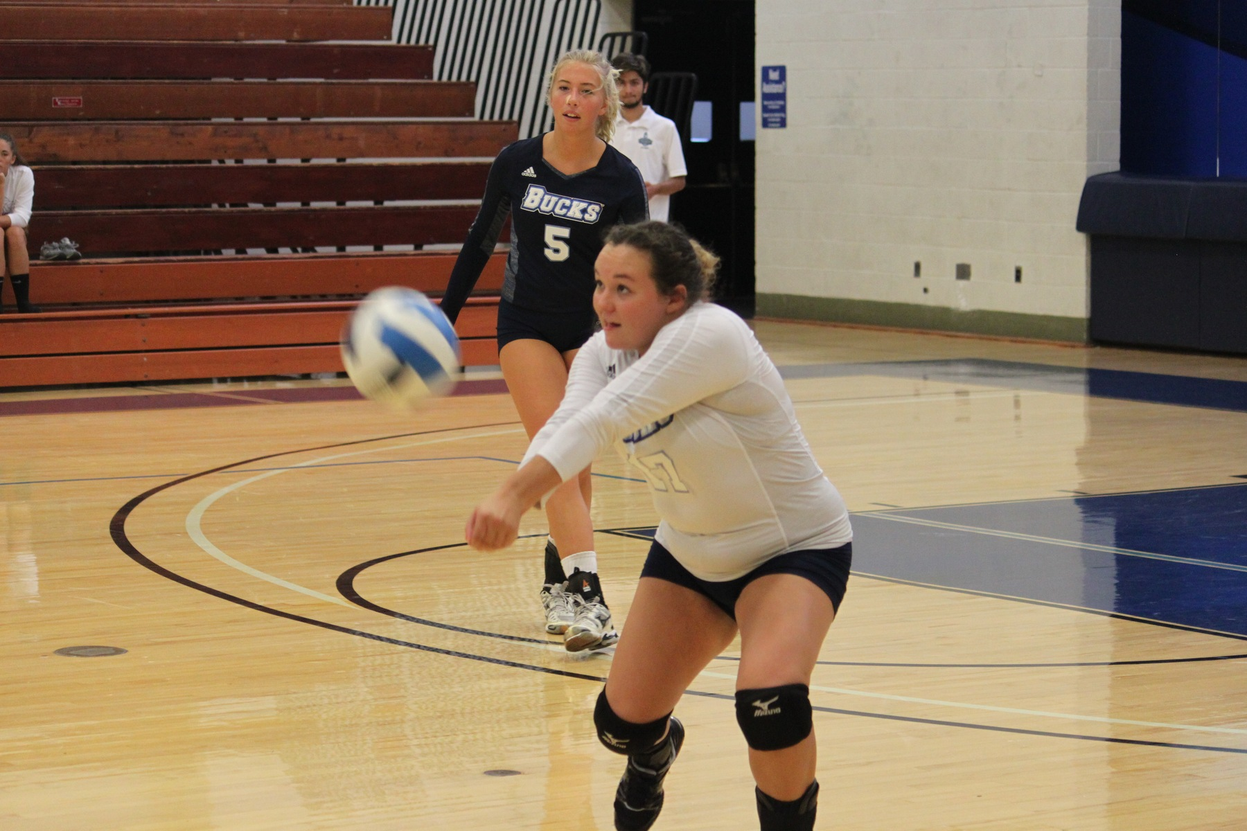 Women's Volleyball: Fall in EPAC battle