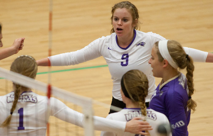 Women's volleyball opens home slate with victory against Norwich