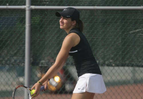 Women's Tennis Claims 5-4 Win Over Ashford