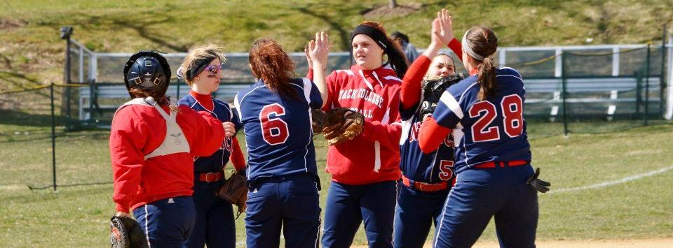 Softball Split Doubleheader Against PhillyU Rams
