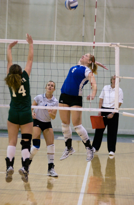Volleyball cruises past Wentworth in season opener, 3-0