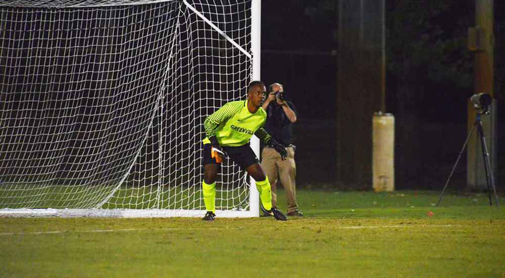Men's soccer gives up late goal in loss at Rose-Hulman