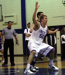 Lakeland men's basketball holds on to defeat CUW 86-81