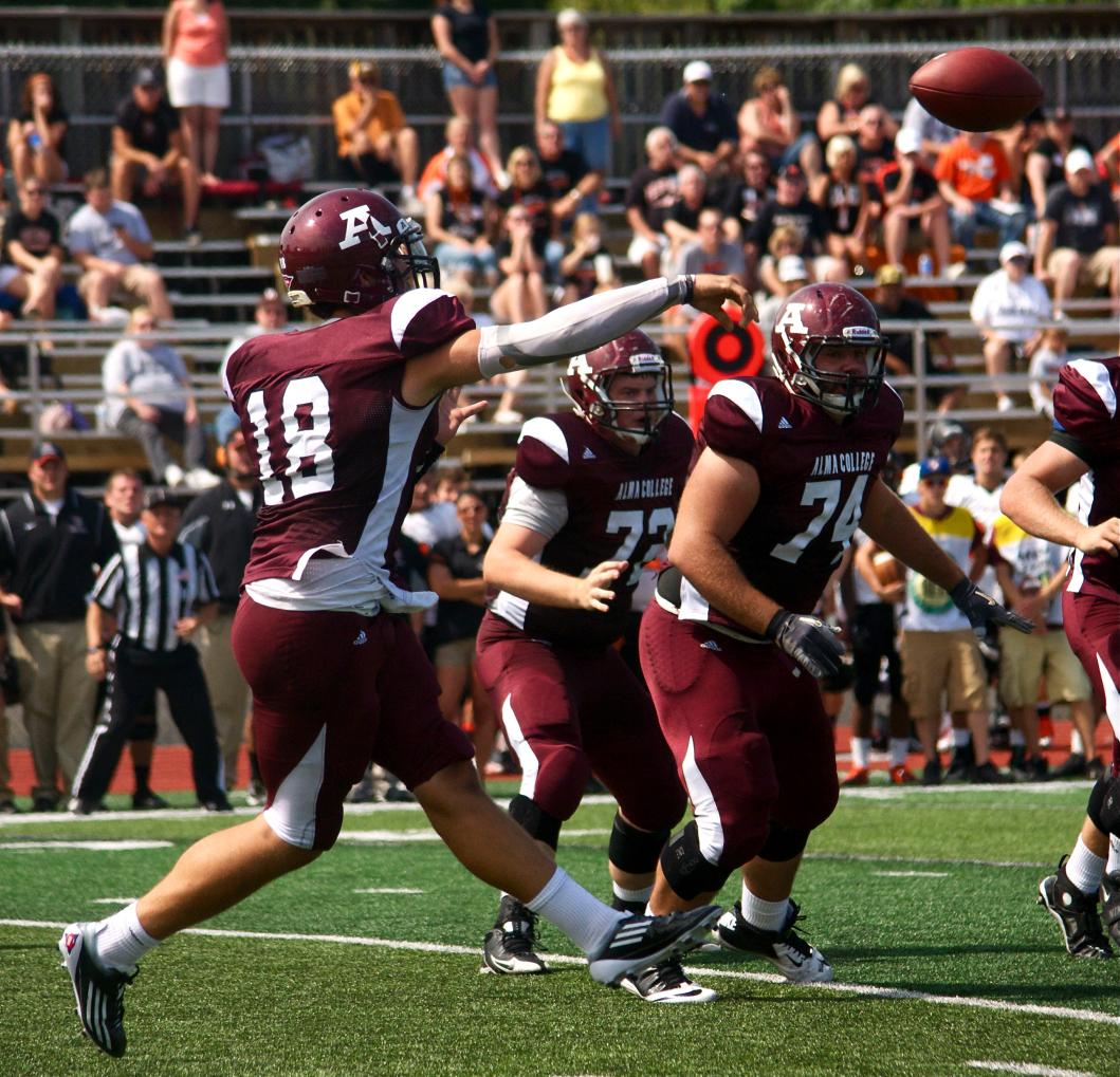 Scots Football loses to host Illinois Wesleyan 53-7