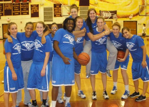 Women's Basketball Holds Free Clinic