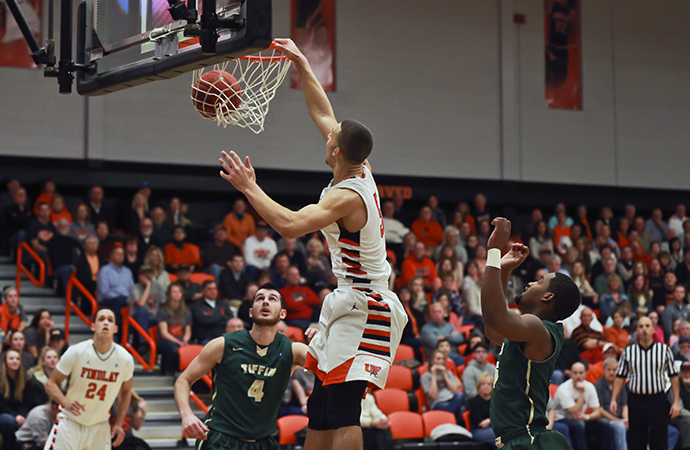 Oilers Pound Dragons, Win 94-75