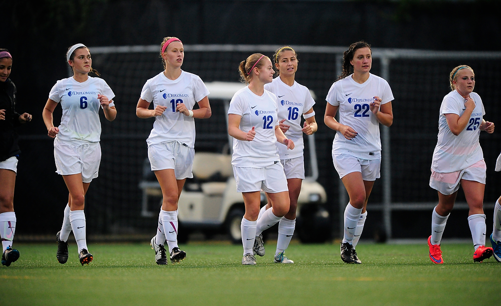 Diplomats to Visit Bryn Mawr, Continue Conference Play