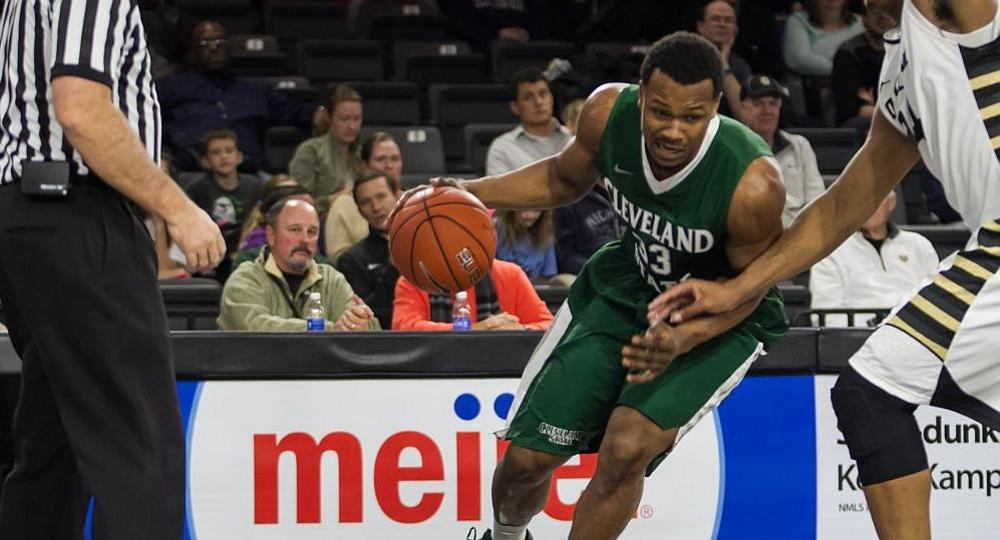 Edwards Scores 18, Flannigan Posts Double-Double in Setback at Milwaukee