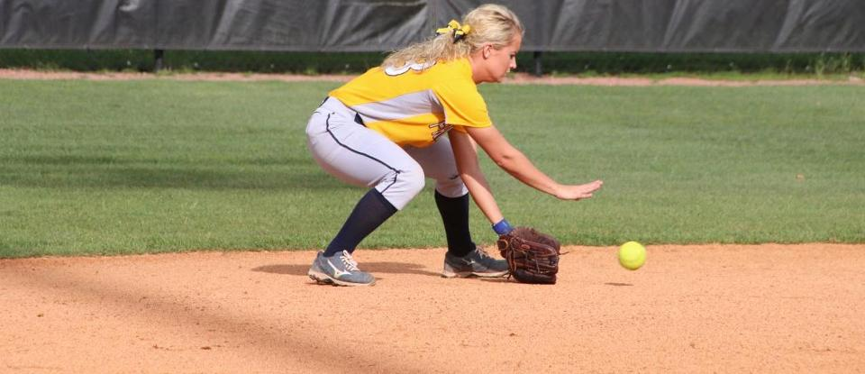 Softball Improves to 3-1 in HCAC Following Road Sweep of Hanover