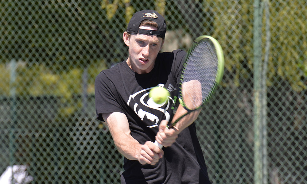 MEN'S TENNIS DOWNS PREVIOUSLY UNDEFEATED NORTHERN ARIZONA, 6-1