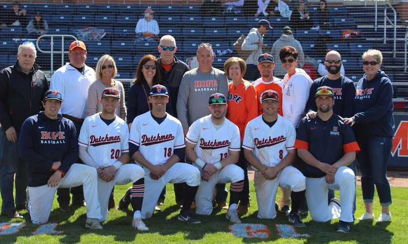 Six Hope College baseball seniors with their parents