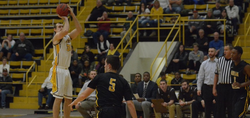 Men's Basketball Comeback Falls Short in First Round of Holiday Invitational