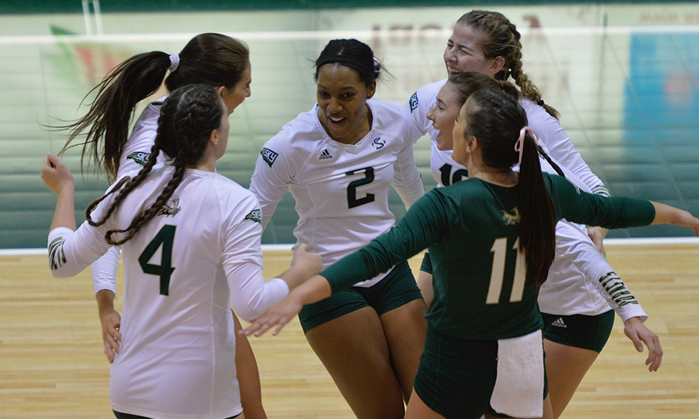 VOLLEYBALL CONTINUES TO ROLL, SWEEPS IDAHO STATE AT HOME