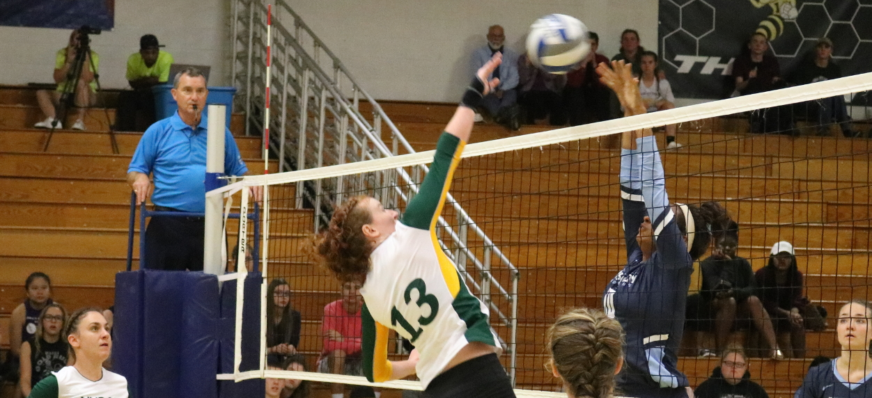 Hornets fall to Badgers in non-conference volleyball matchup