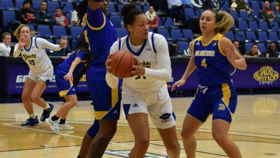 Freshman center Ila Lane secured a season and career-high 16 boards in the Gauchos' 73-70 loss to San Jose State on Friday night. (Photo by Gabrielle Penner)
