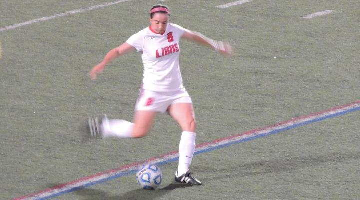 Women's Soccer Edges Western New England in Shootout 5-4, Advances to CCC Semifinals