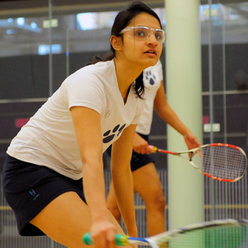 #20 Squash Shoulders Pair of Losses in Day 1 of Hamilton Invitational