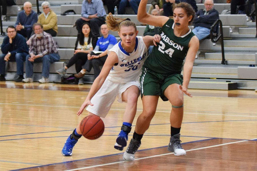 Sophomore Emily Kopp scored a team-high 10 points for Wellesley, shooting 5-for-8 from the floor with six rebounds (Julia Monaco).