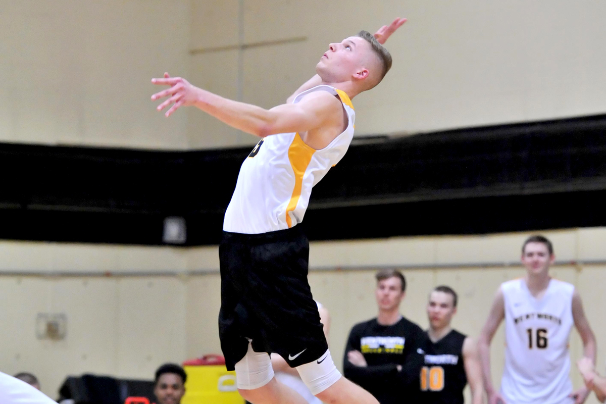 Men's Volleyball Splits Tri-Match with St. Joseph's (L.I.) and No. 1 Springfield