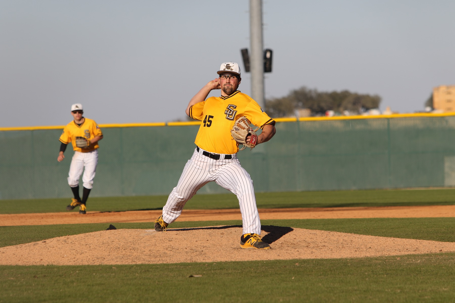 Colton Hunter's Career Night Shuts Down UMHB in Baseball's 8-1 Victory