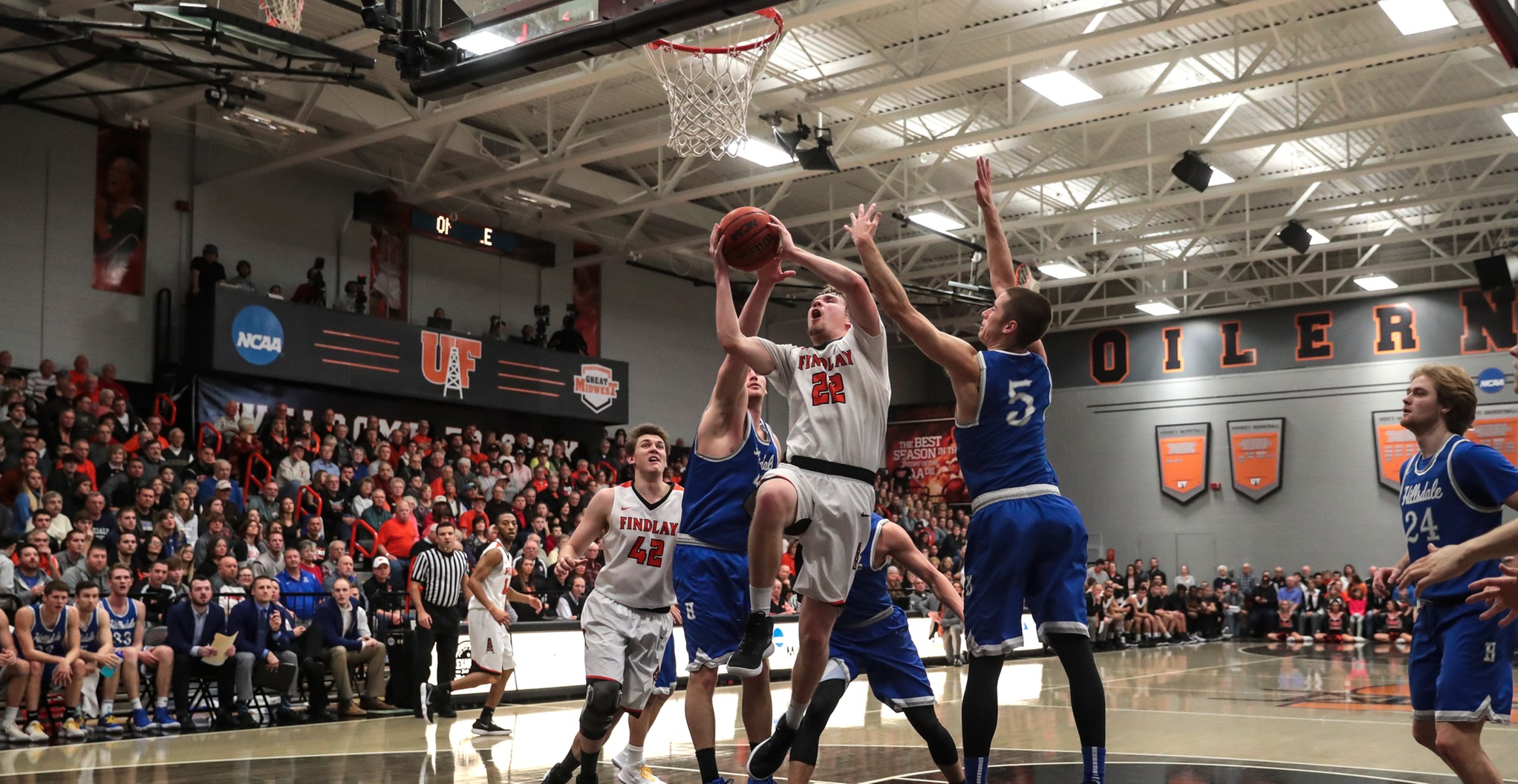 #14 Oilers Roll to Senior Day Win