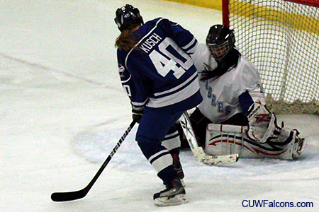 Women's Hockey wins on the road