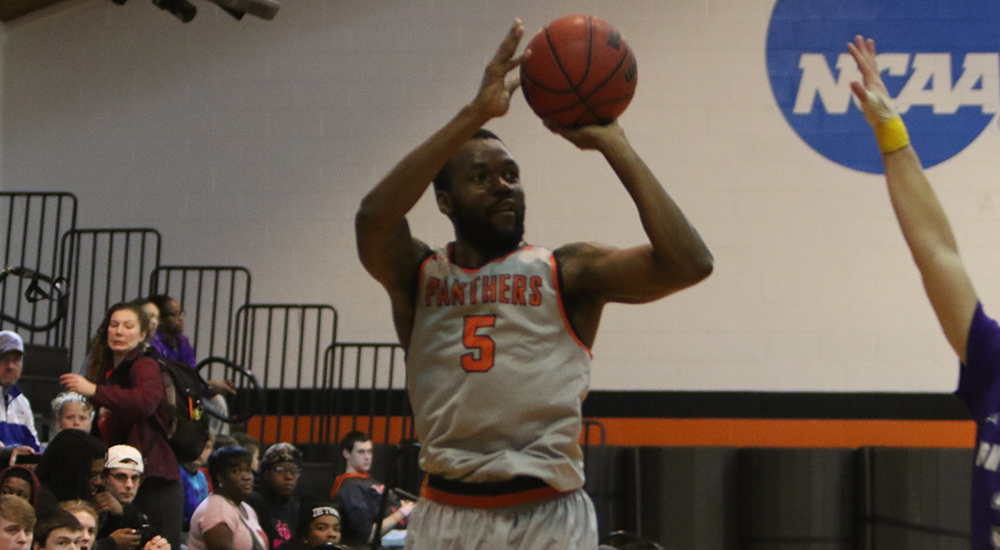 Men's basketball collects victory over Spalding
