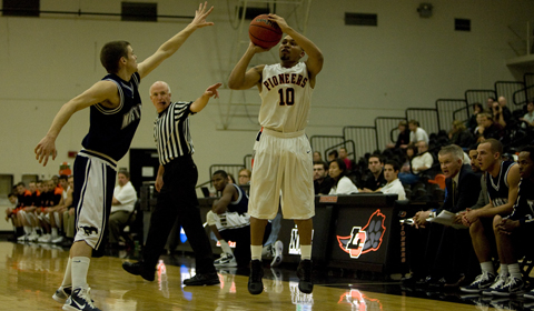 Men's Basketball Holds off Pacific Lutheran 63-53