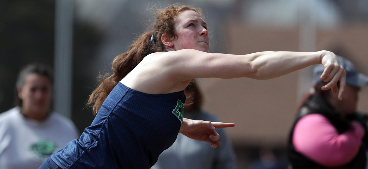 Nicole D'Angelo throws the shot put.
