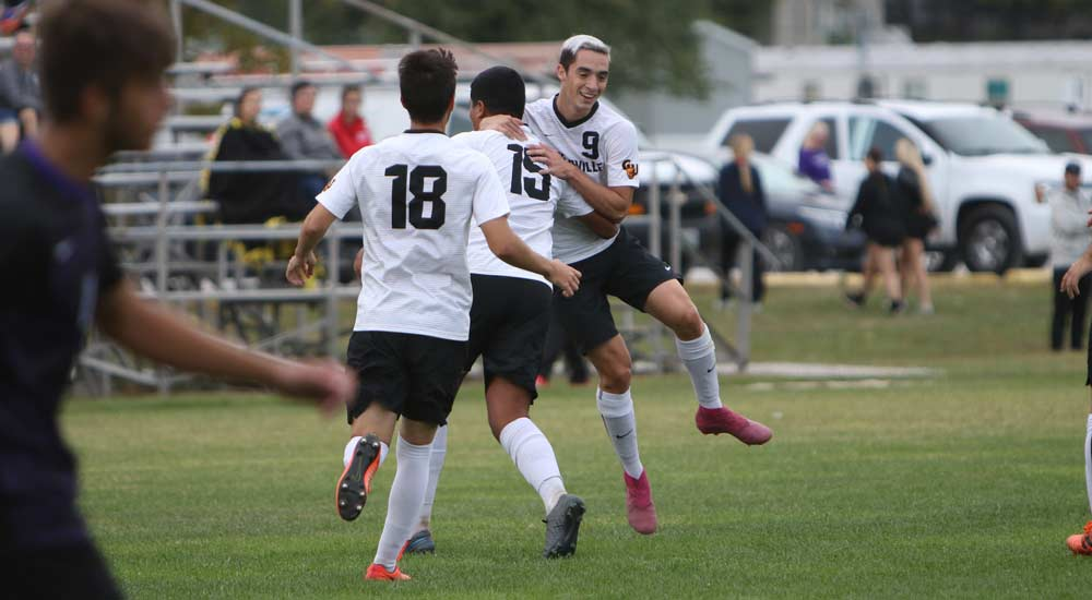 Men's soccer drops match at MacMurray