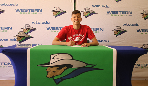 Dominguez signs with Sul Ross State University