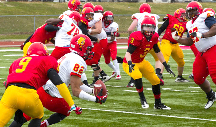 White Rolls Past Red In Annual Ferris State Football Spring Game