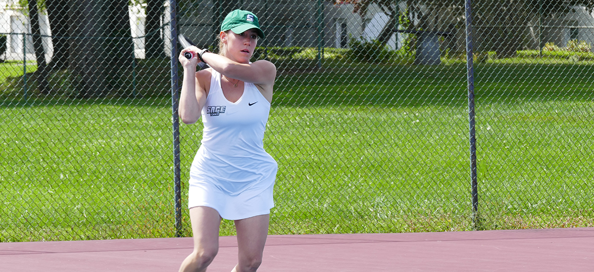 Women's tennis collects 3rd straight win as Gators down Castleton, 7-2