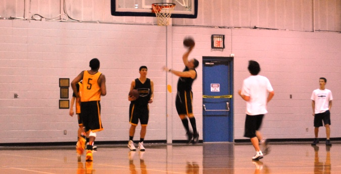 Men's Basketball Opens Practice to Area Youth Team