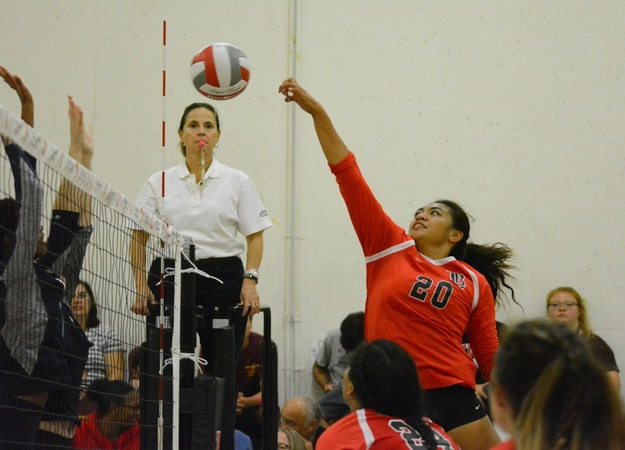 Women's Volleyball Continues Winning Streak With Conference Victory