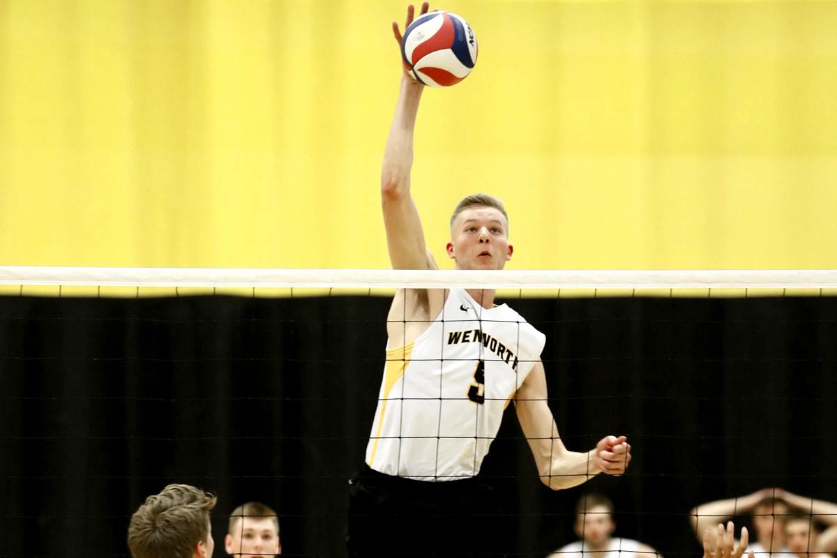 No. 10 Men's Volleyball Splits Opening Day at SUNY Poly Invite