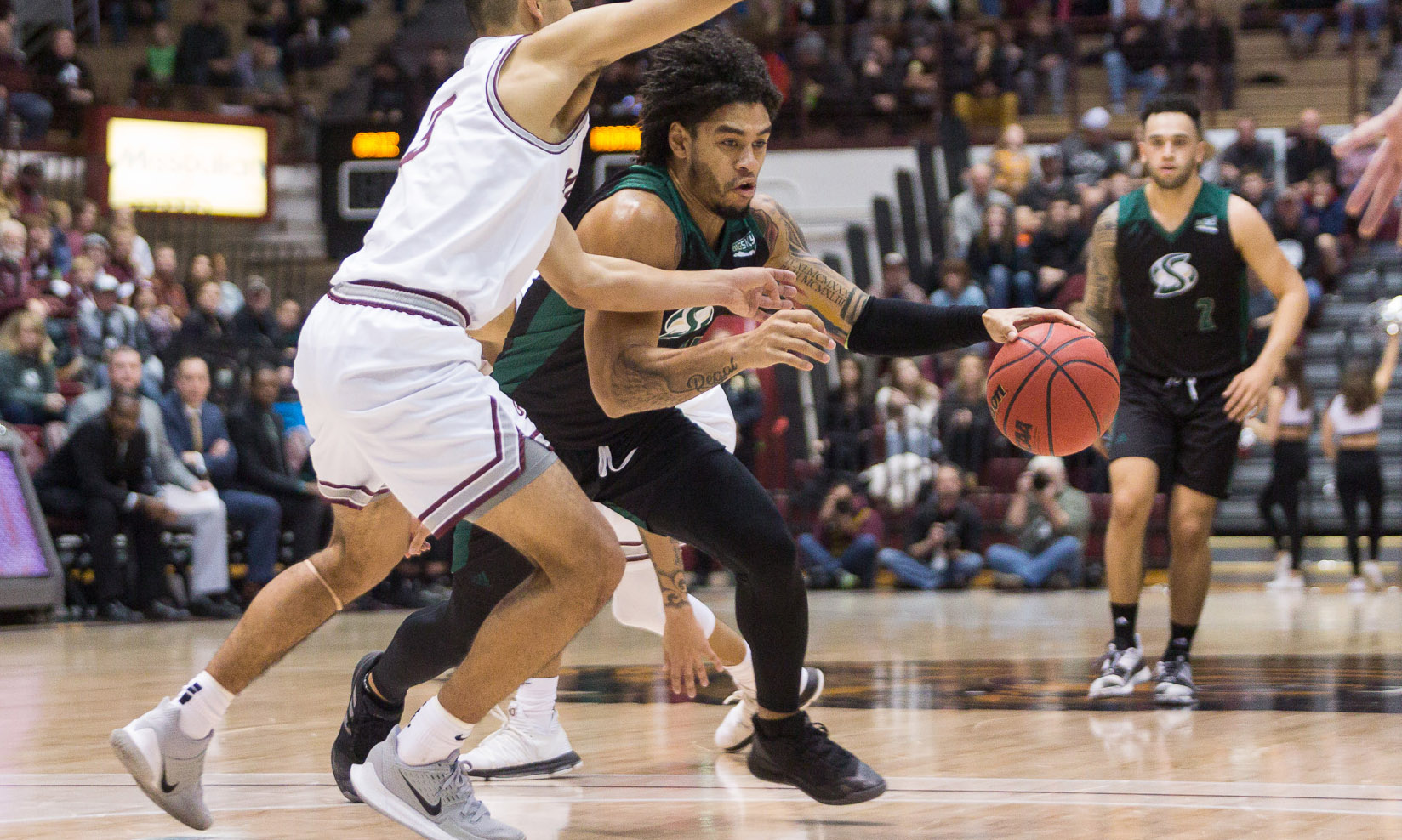 MEN'S BASKETBALL DROPS 52-50 ROAD HEARTBREAKER AT MONTANA
