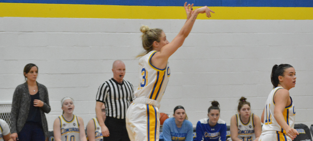 Dominant Second Half Leads Women's Basketball To 77-65 Victory Over Queens