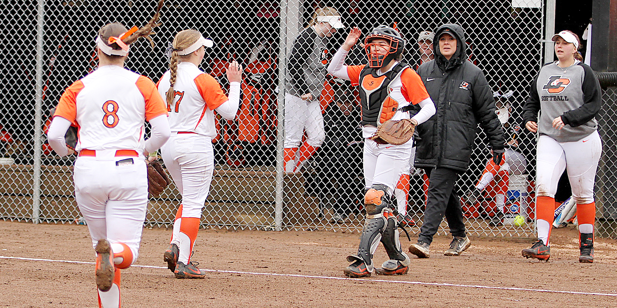 Pios lose both in road finale