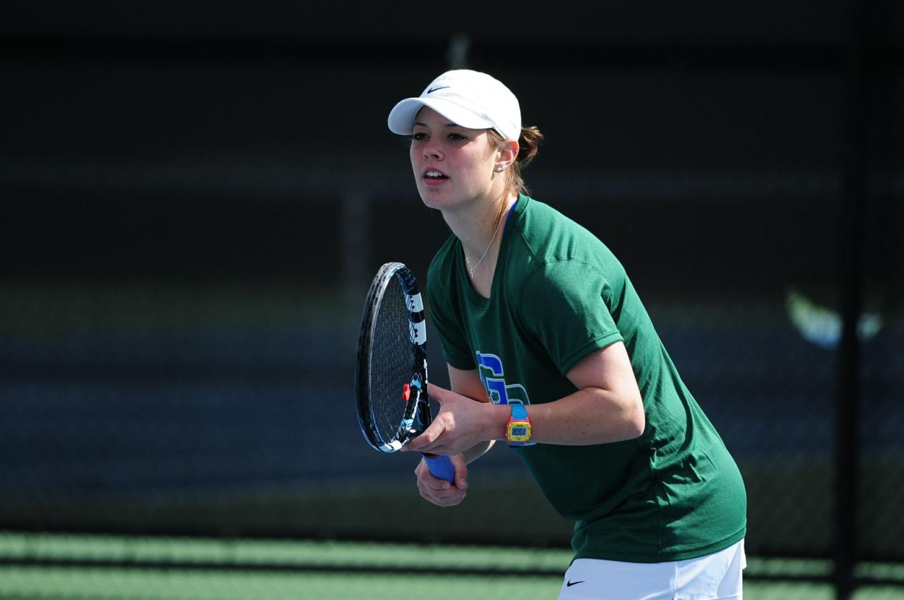 #18 Women's Tennis Subdues Saints, 7-2