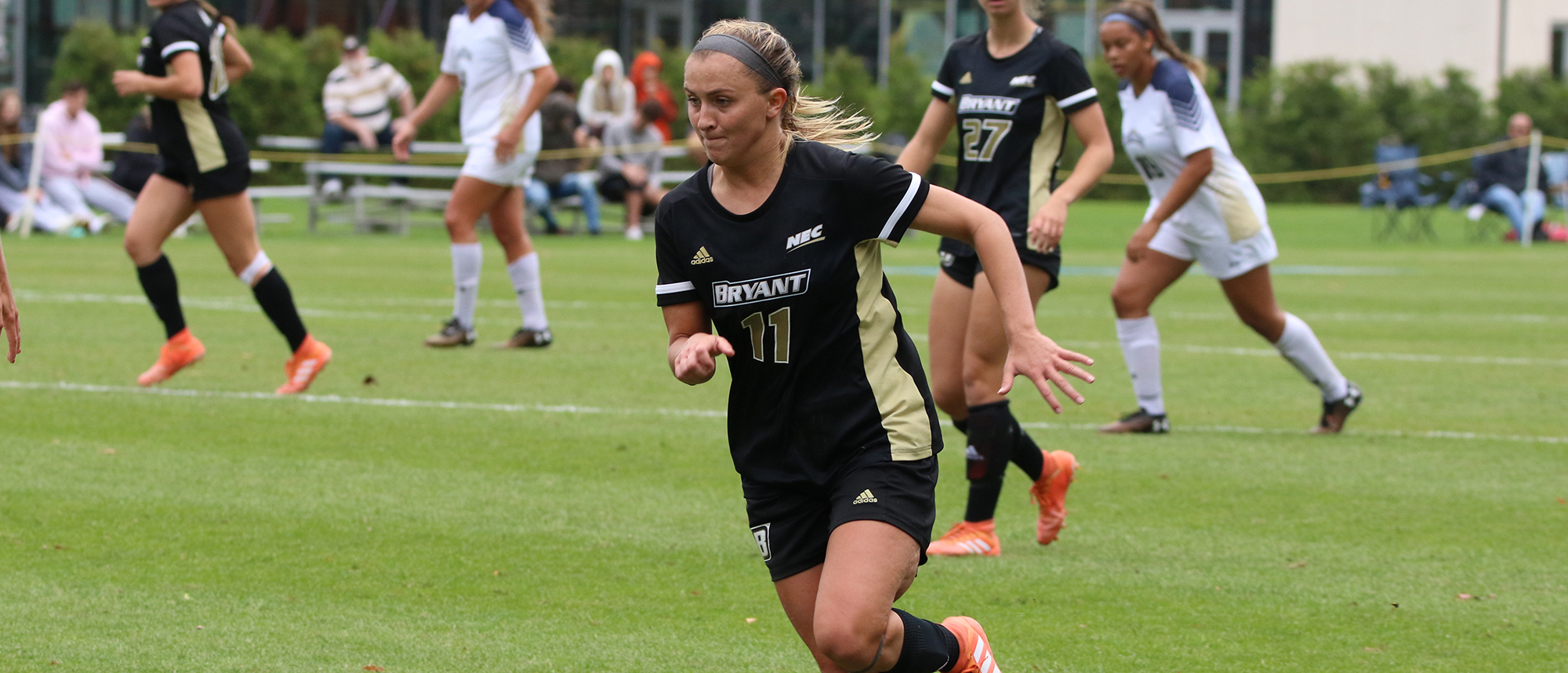 Manna's goal lifts Bryant past Wagner, 1-0