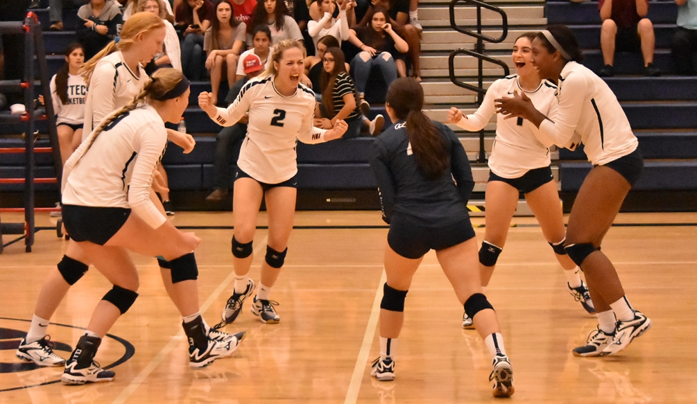Aztecs volleyball secured a big upset over No. 11 Glendale Community College in four sets 25-21, 15-25, 25-21, 25-23 on Friday at the West Campus Gymnasium. The Aztecs improved to 6-11 overall and 3-4 in ACCAC conference play. Photo by Ben Carbajal.