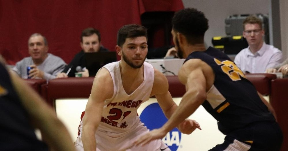 Men's Basketball Falls to #22 Rochester